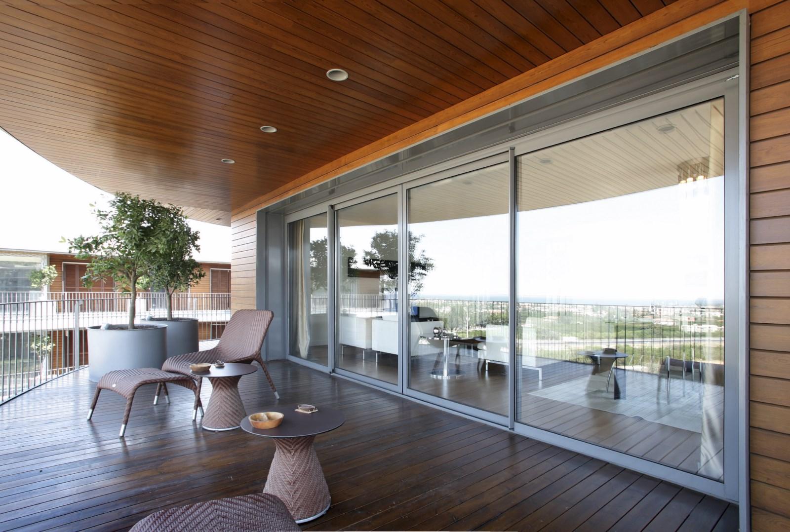 installations de grandes baies vitr es toulon fabricant fran ais de menuiseries usimix. Black Bedroom Furniture Sets. Home Design Ideas
