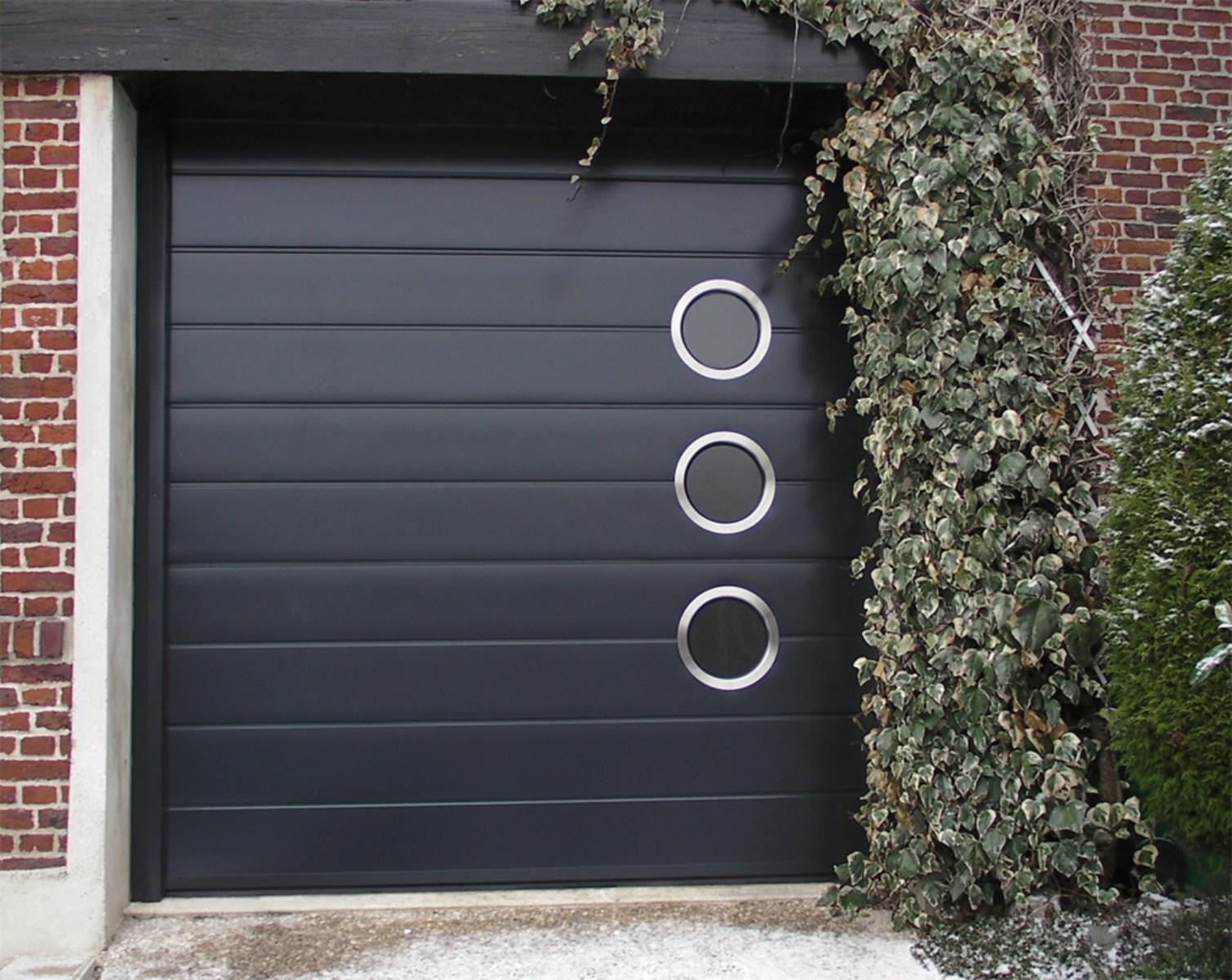 Installation d 39 une porte de garage sur mesure sanary sur for Fabricant porte de garage enroulable
